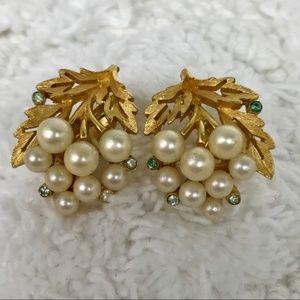 Vintage Trifari Faux Pearl Cluster Clip On…
